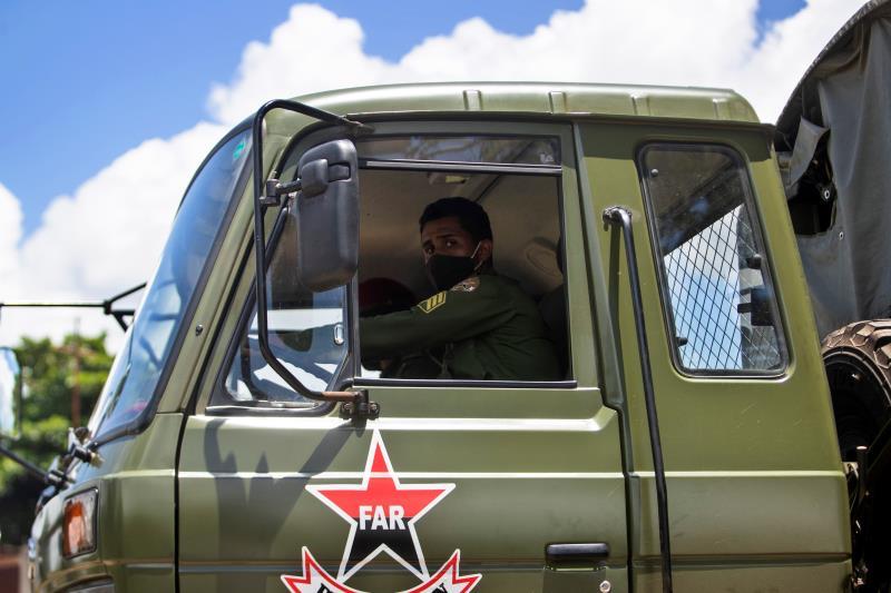 LKW der Revolutionären Streitkräfte Kubas | Bildquelle: https://t1p.de/kknt © EFE | Bilder sind in der Regel urheberrechtlich geschützt