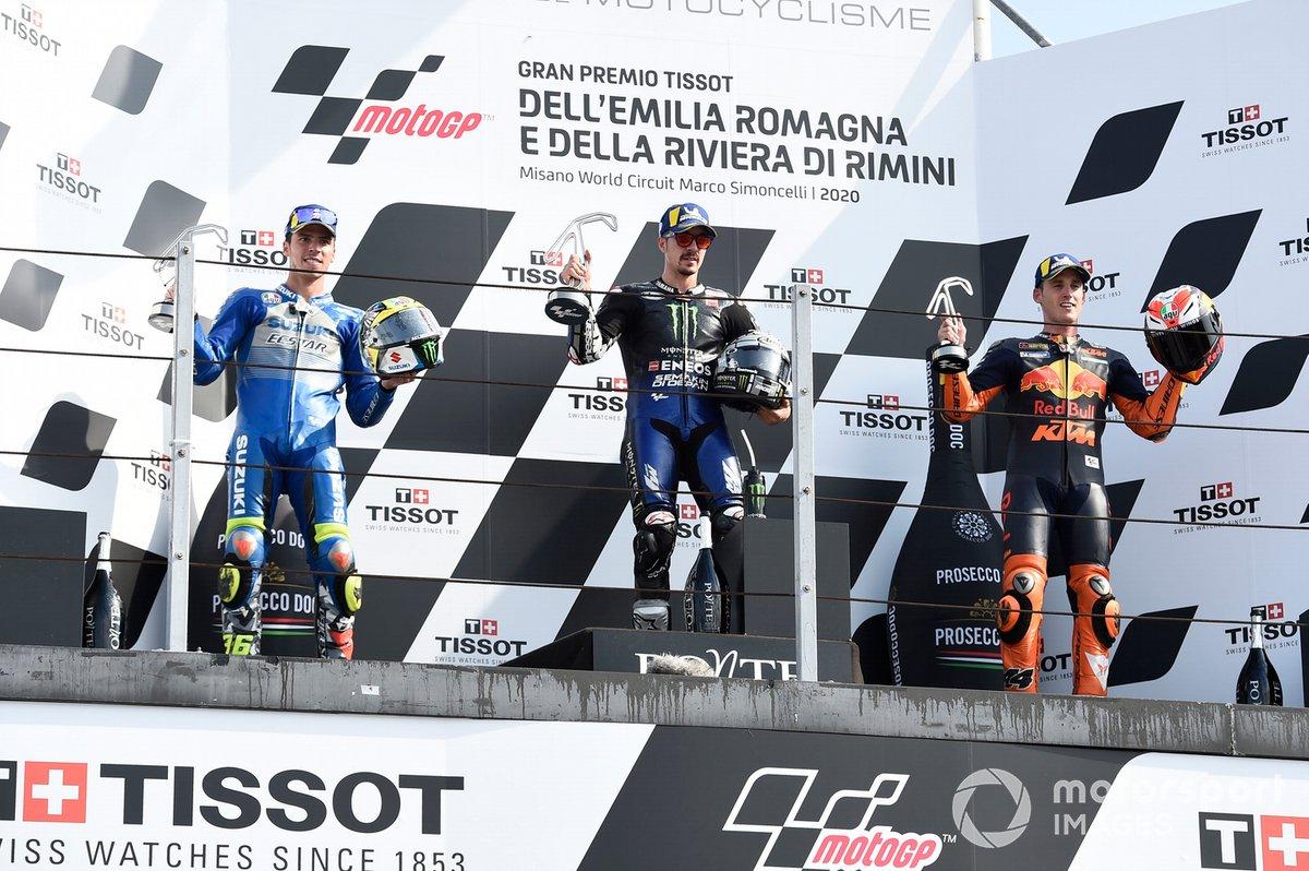 """Podio: 1º Maverick Viñales, Yamaha Factory Racing, 2º Joan Mir, Team Suzuki MotoGP, 3º lugar Pol Espargaró, Red Bull KTM Factory Racing<span class=""""copyright"""">Gold and Goose / Motorsport Images</span>"""