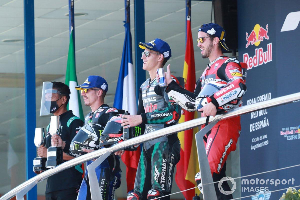 """Podio: 1º Fabio Quartararo, Petronas Yamaha SRT, 2º Maverick Viñales, Yamaha Factory Racing, 3º Andrea Dovizioso, Ducati Team<span class=""""copyright"""">Gold and Goose / Motorsport Images</span>"""