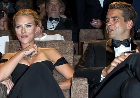Scarlett-Johansson-fiancee-a-Romain-Dauriac_yahooExportPaysage.jpg
