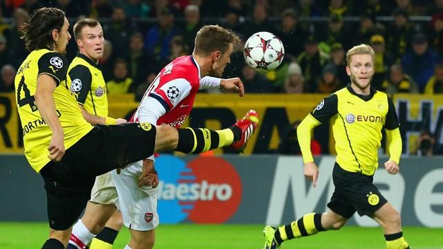 Champions League - Ramsey-gol, Arsenal in vetta con il Napoli