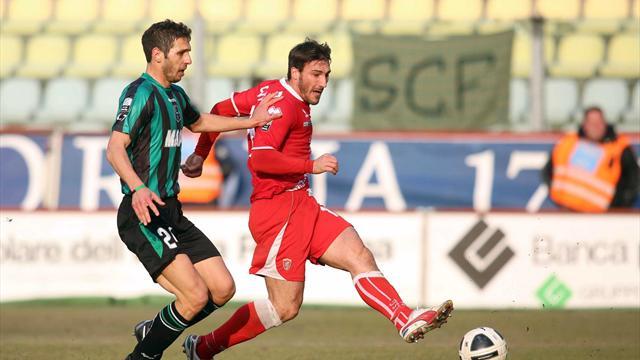 Serie B - Crolla la capolista, si rilancia il Livorno