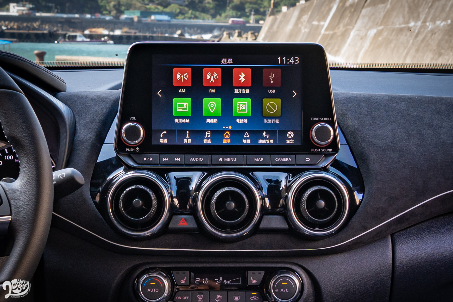 Apple CarPlay、Android Auto 等手機整合系統盡是標配,8 吋中央觸控螢幕操作也算直覺;若是中階和頂規版本,也擁有畫質還可接受的環景影像監控系統。