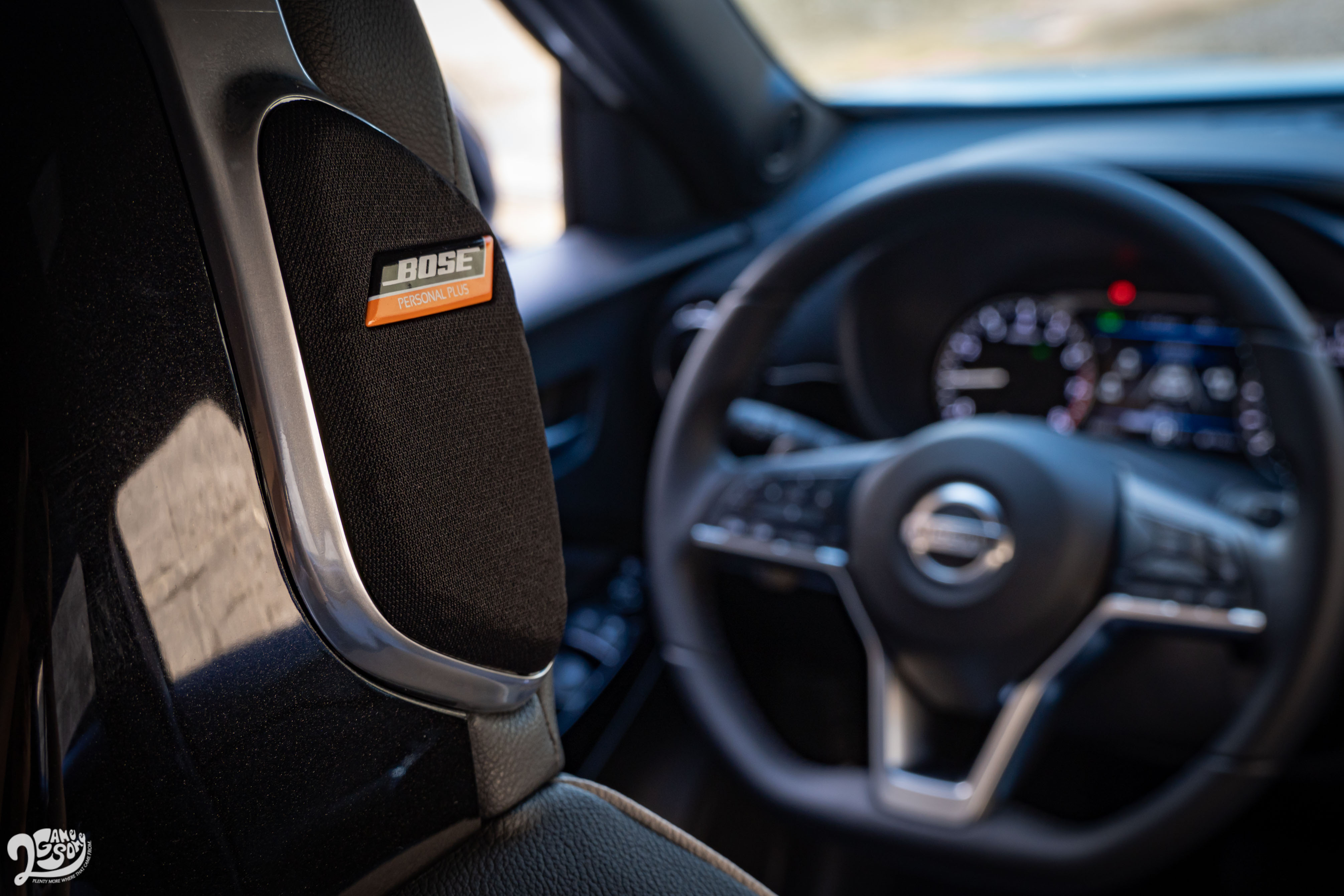 Bose Personal Plus 環繞音響除了可以 180 度調整前座音場,前座頭枕兩側還有 Ultra Nearfield 超近音場揚聲器加分。