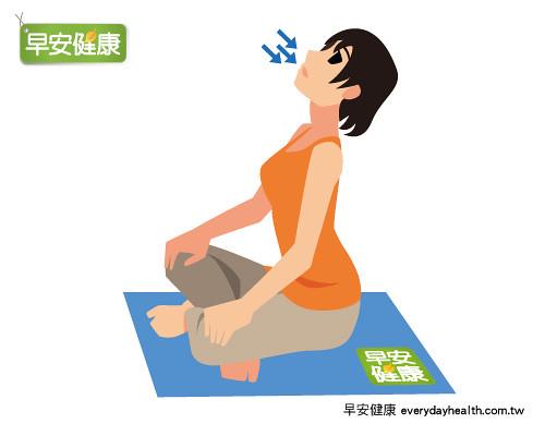 伸展背部消除肩頸腰背疲勞