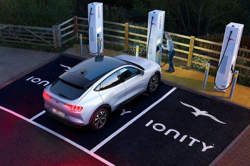 2026年Ford於歐洲車型全面是油電車,2030年則轉為電動車。