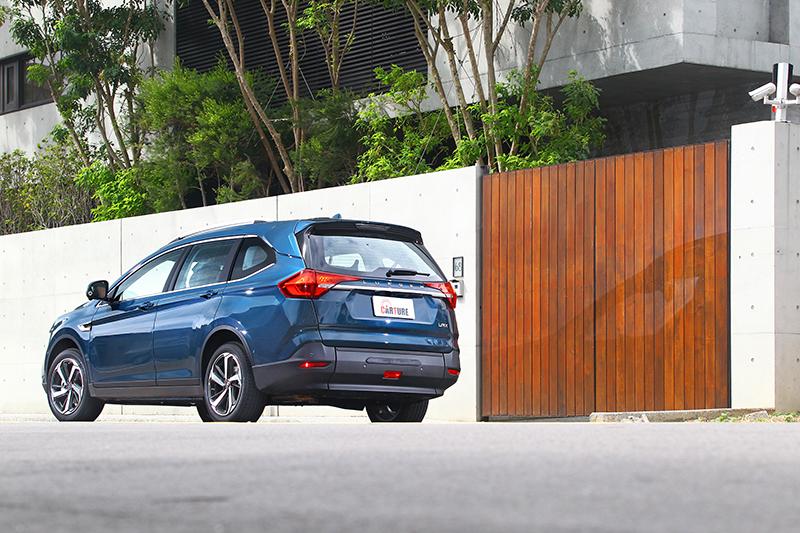 URX 7人座樂活款從外觀根本看不出端倪來,直覺就是款正夯的潮流都會SUV。