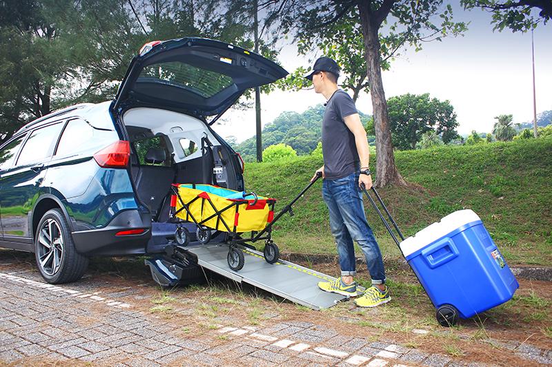 就因斜坡板直達地表,所有物件都能更輕鬆的進出行李廂。