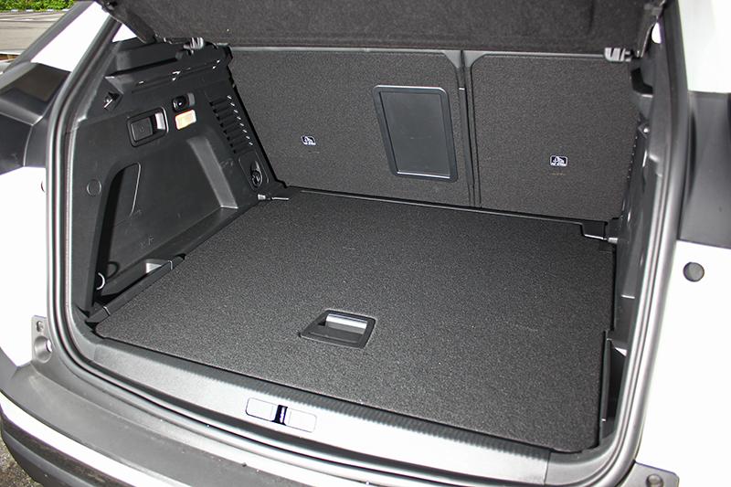 行李廂一般狀態下計有540升,若將後座椅背放倒更能換得1482升的大容積。