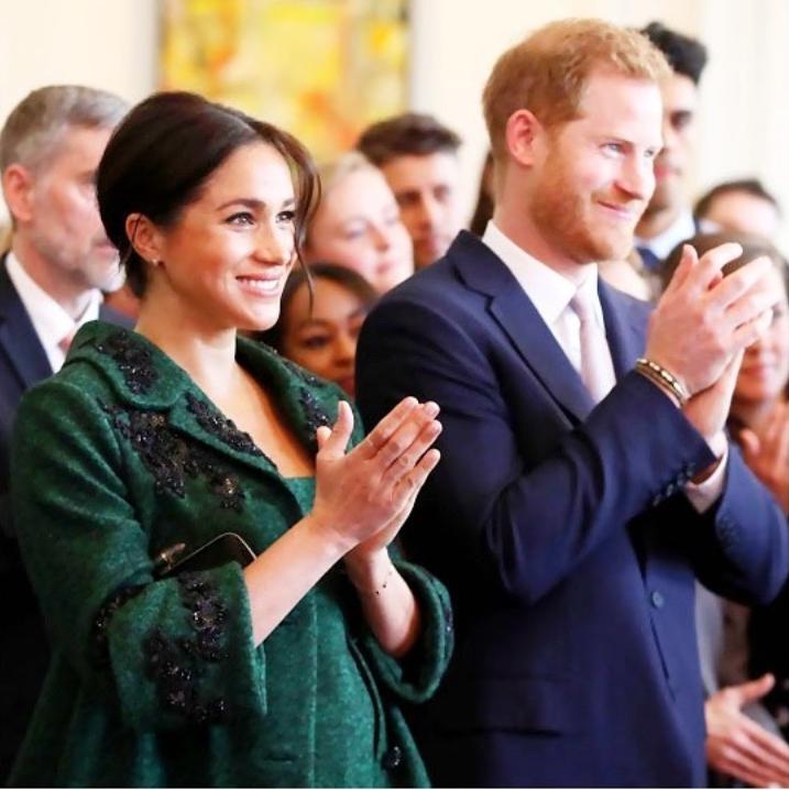 哈利夫婦8日拋出震撼彈,宣布「退居」王室幕後,卸下王室高級成員身分。(圖/翻攝自IG/sussexroyal)