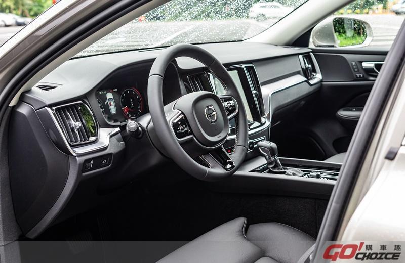 Volvo V60-5