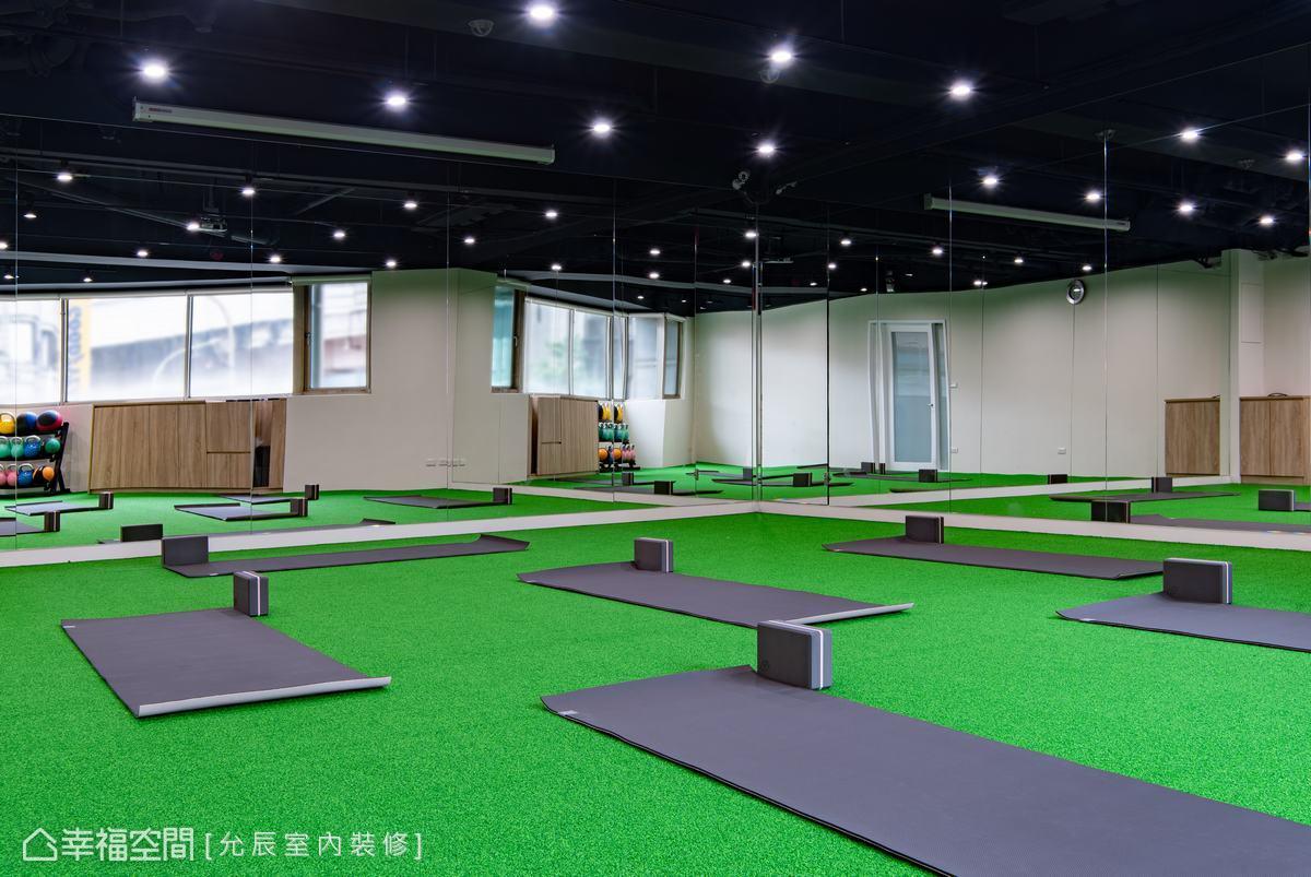 在天花板懸掛投影設備,提供課程使用,依不同需求可變化成多功能空間。
