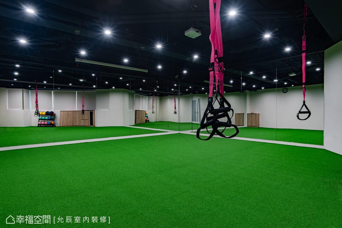 為健身器材量身設計的垂吊設備,可依需求垂掛,讓空間使用有更多的變化。