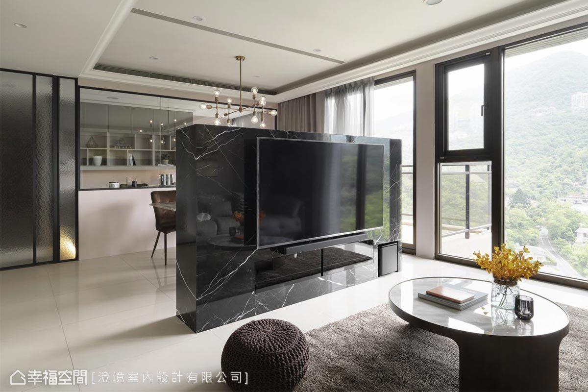 黑色大理石電視牆,為空間挹注沉穩高雅的氣息。