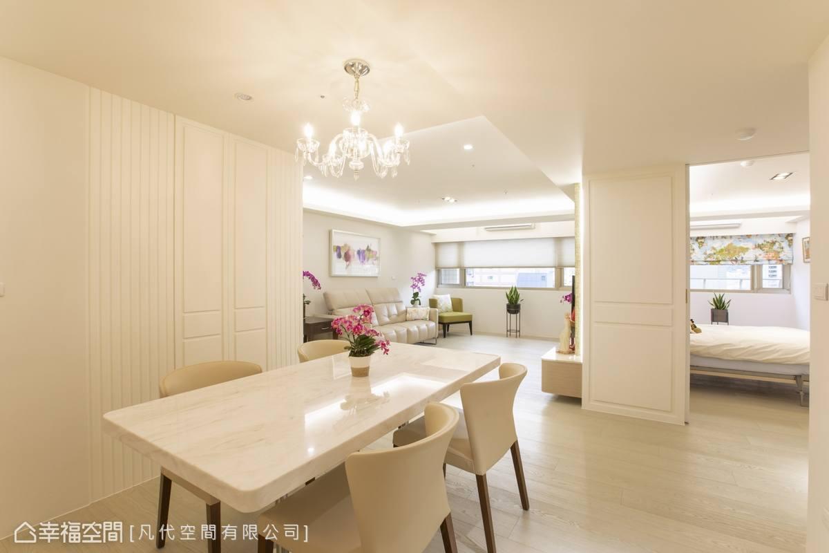 客廳與餐廳相互連通,創造開闊通透的寬廣視野,訴說優遊自得的生活態度。