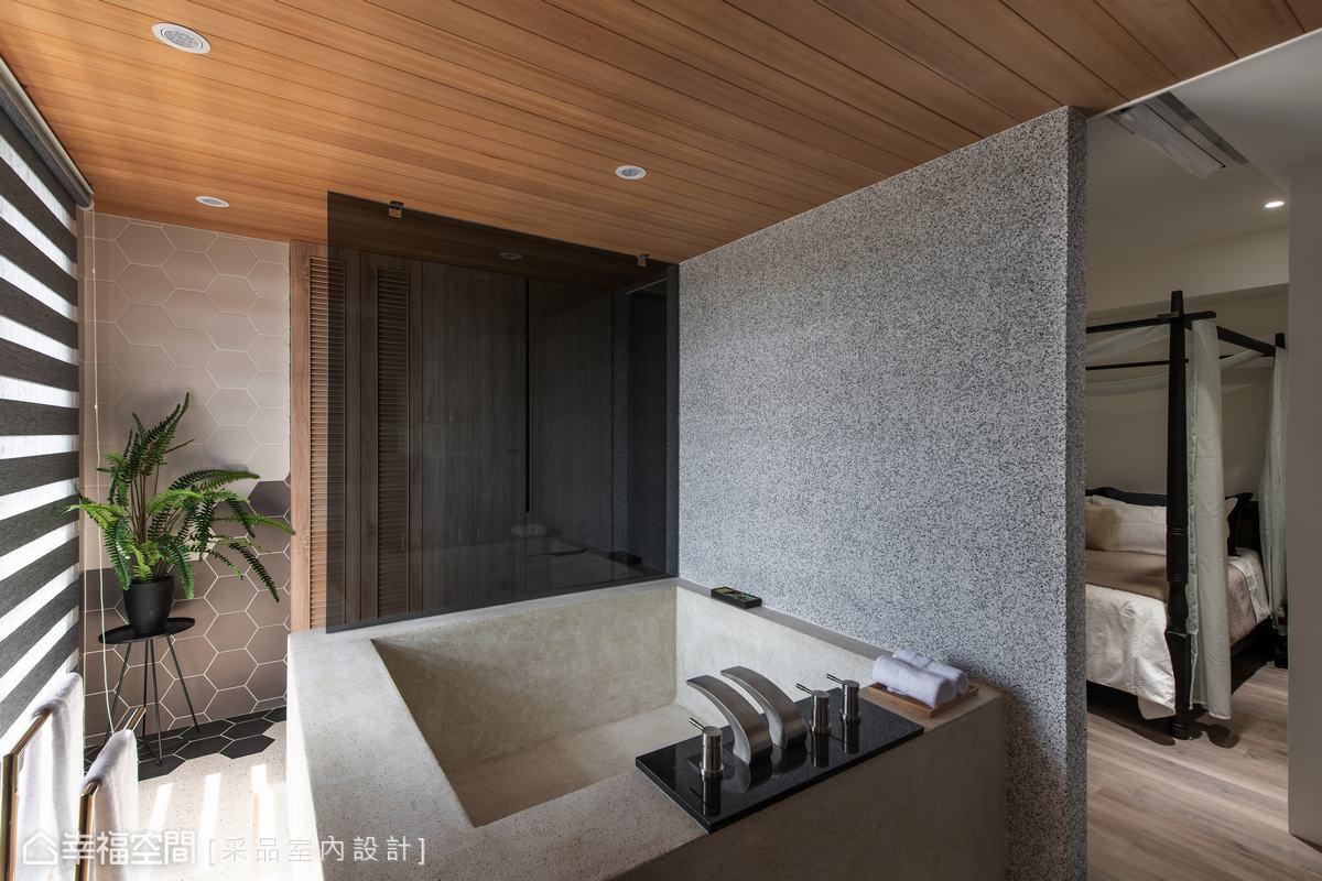 天花選用無樹結的寮國杉木,於主臥即能嗅聞木頭沁香,加上湯屋尺度的石砌浴缸,打造villa級的沐浴享受。