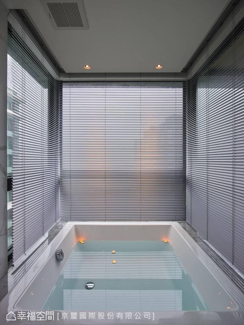 百葉窗有效遮擋陽光熱度、提供充足隱蔽性卻又保持通透採光。