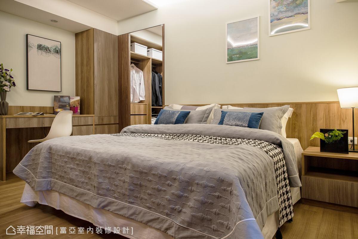 圍塑由裡到外的設計元素,主臥房以精品旅店的主題規劃,並藉由溫潤的木皮質感,成功鋪述睡眠氛圍。
