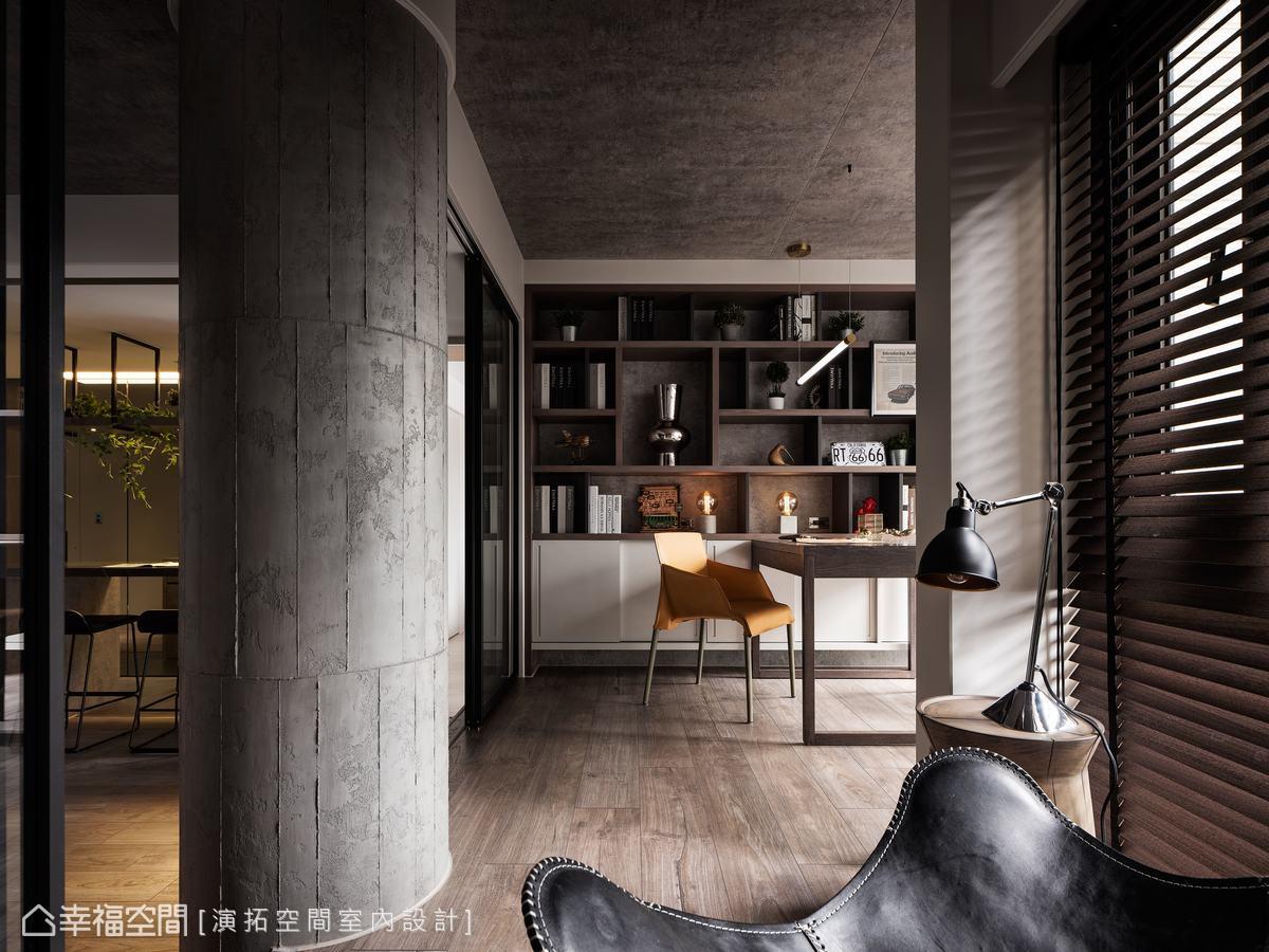 天花板與書櫃底板使用同一材質,相互對話、延展,呼應輕工業風主題。