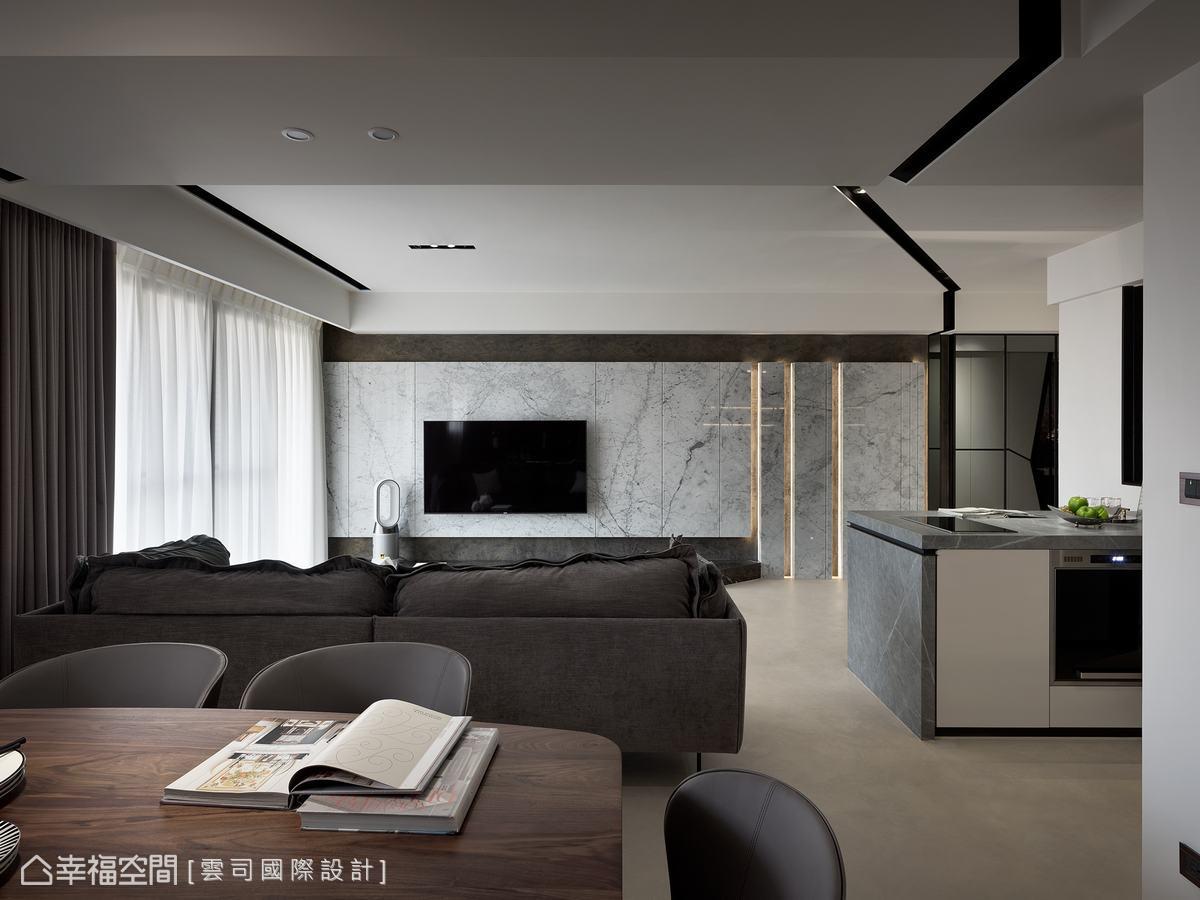 電視牆採線條分割,使大理石增加活潑度與潮流感,配上燈帶,鋪敘空間強烈線性語彙。