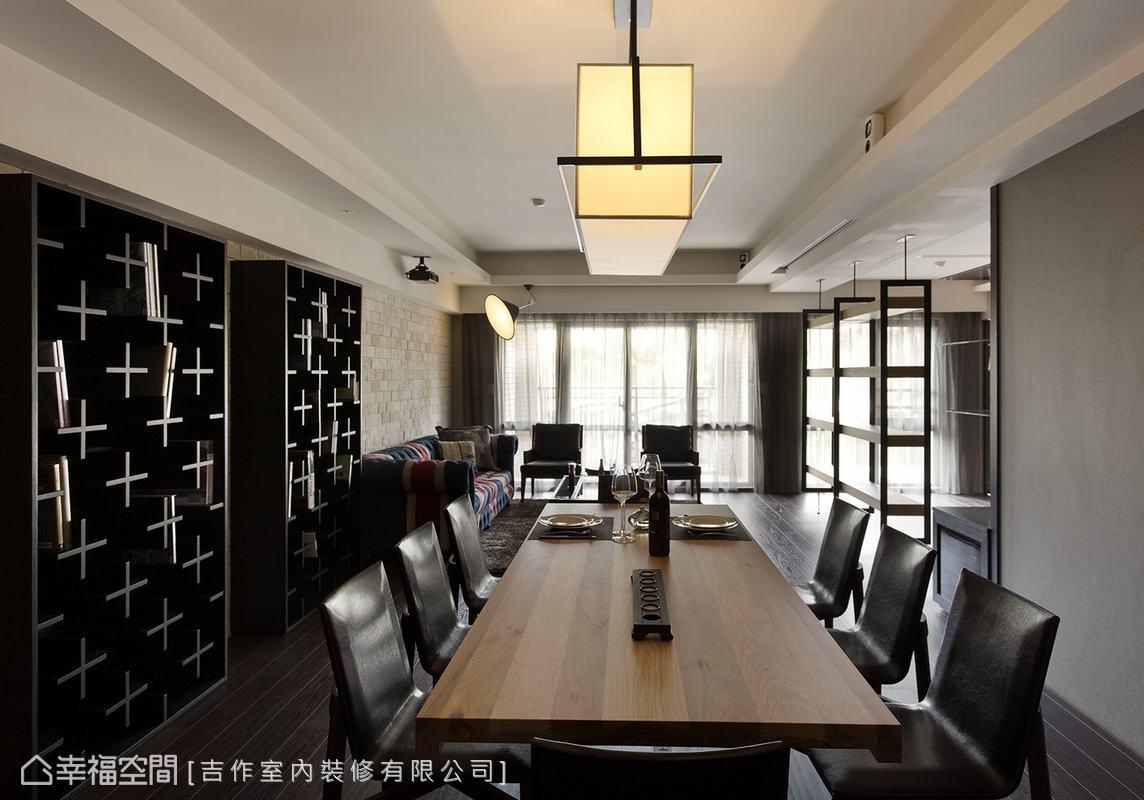 放置了長達兩公尺的木質餐桌,並搭配長形吊燈,藉此延展了空間縱向視覺效果。