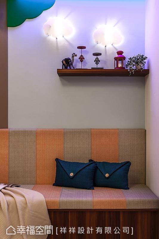 餐廳角落一隅臥榻區,以雲朵和大樹造型打造出自然意象,除了成為屋主夫妻倆休憩和閱讀的空間,也方便就近關注小朋友的活動狀況。