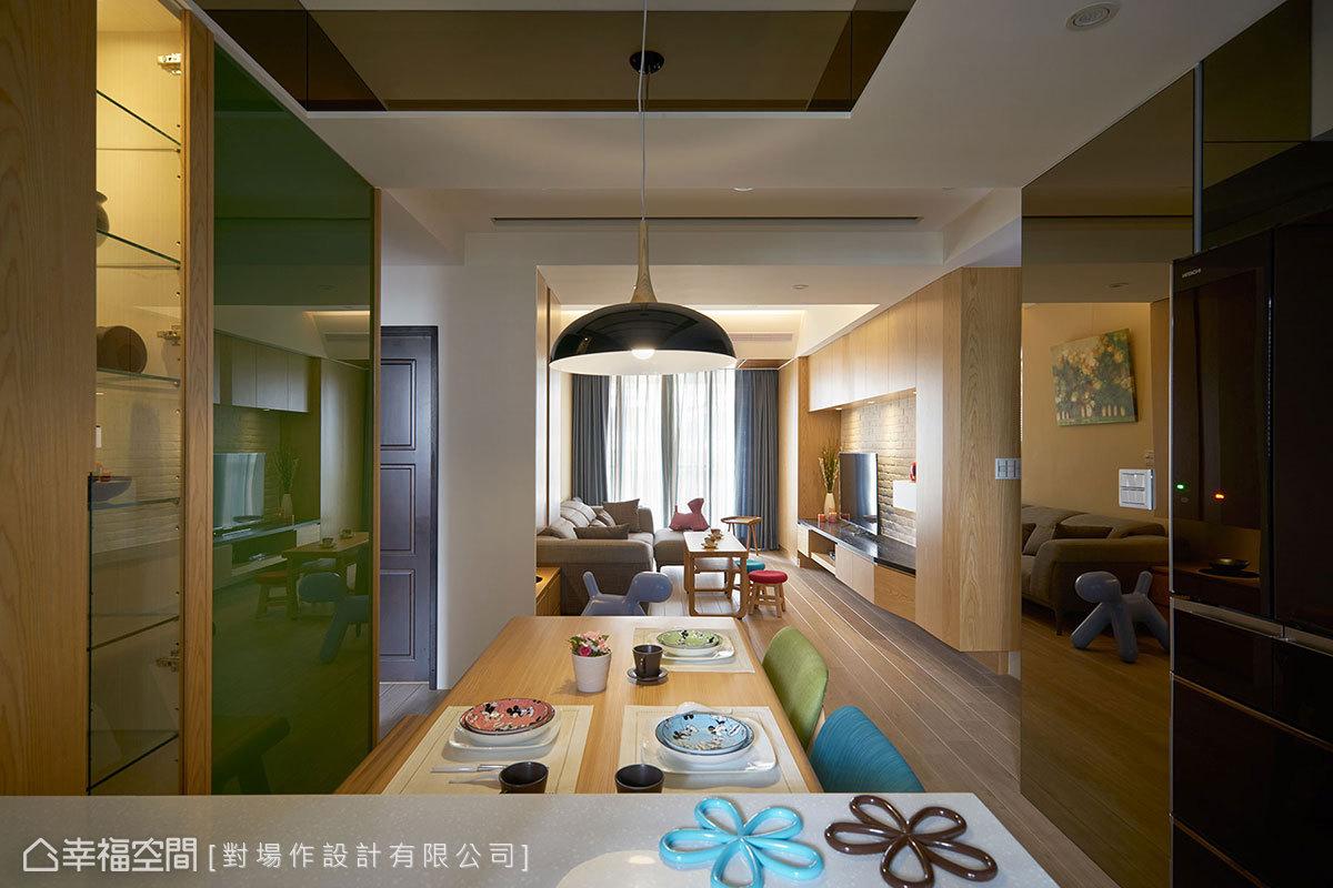 墨綠色烤漆玻璃,是女主人最為鍾情的色彩,而室內空間的選材、配色亦是以此作為延伸。