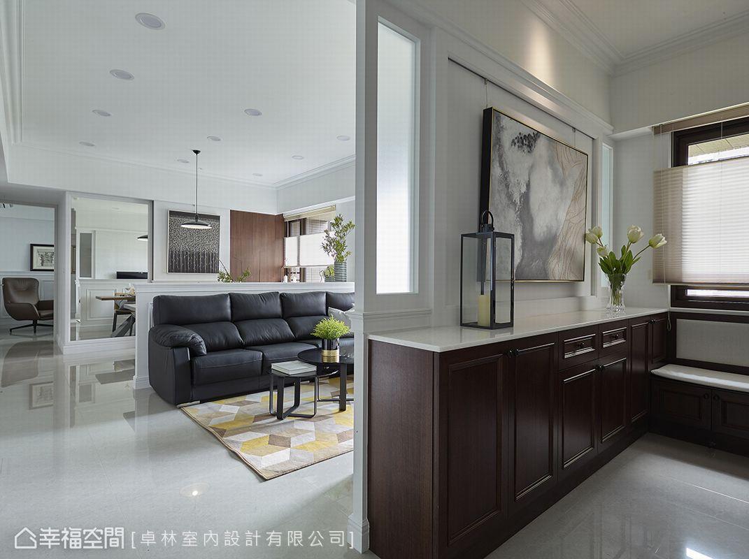 林繹寬設計師掌握空間比例,拉出開闊尺度,再運用家飾美學為空間修飾出濃淡合宜的空間清爽妝容。