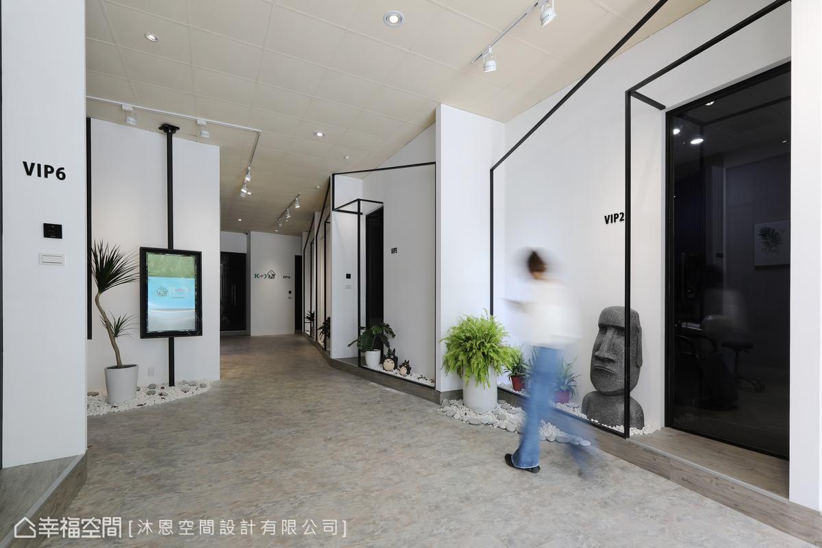 共有13間包廂式美髮空間,沐恩空間設計跳脫制式思維,採以不規則廊道,讓人有著走進蜿蜒小徑的錯覺。