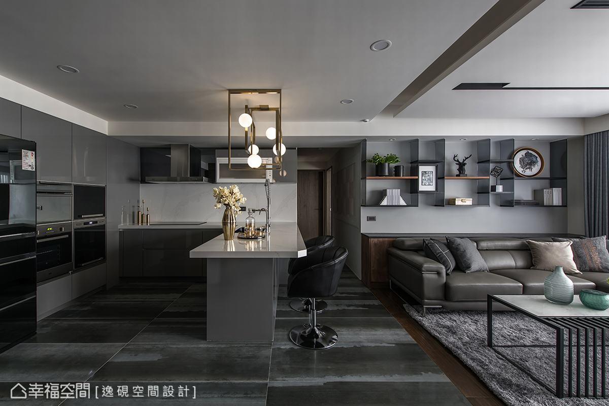 陳佳儒設計師在開放的客餐廳以充滿質感的灰色系鋪陳,佐以金屬及木質點綴,勾勒出內斂品味生活。