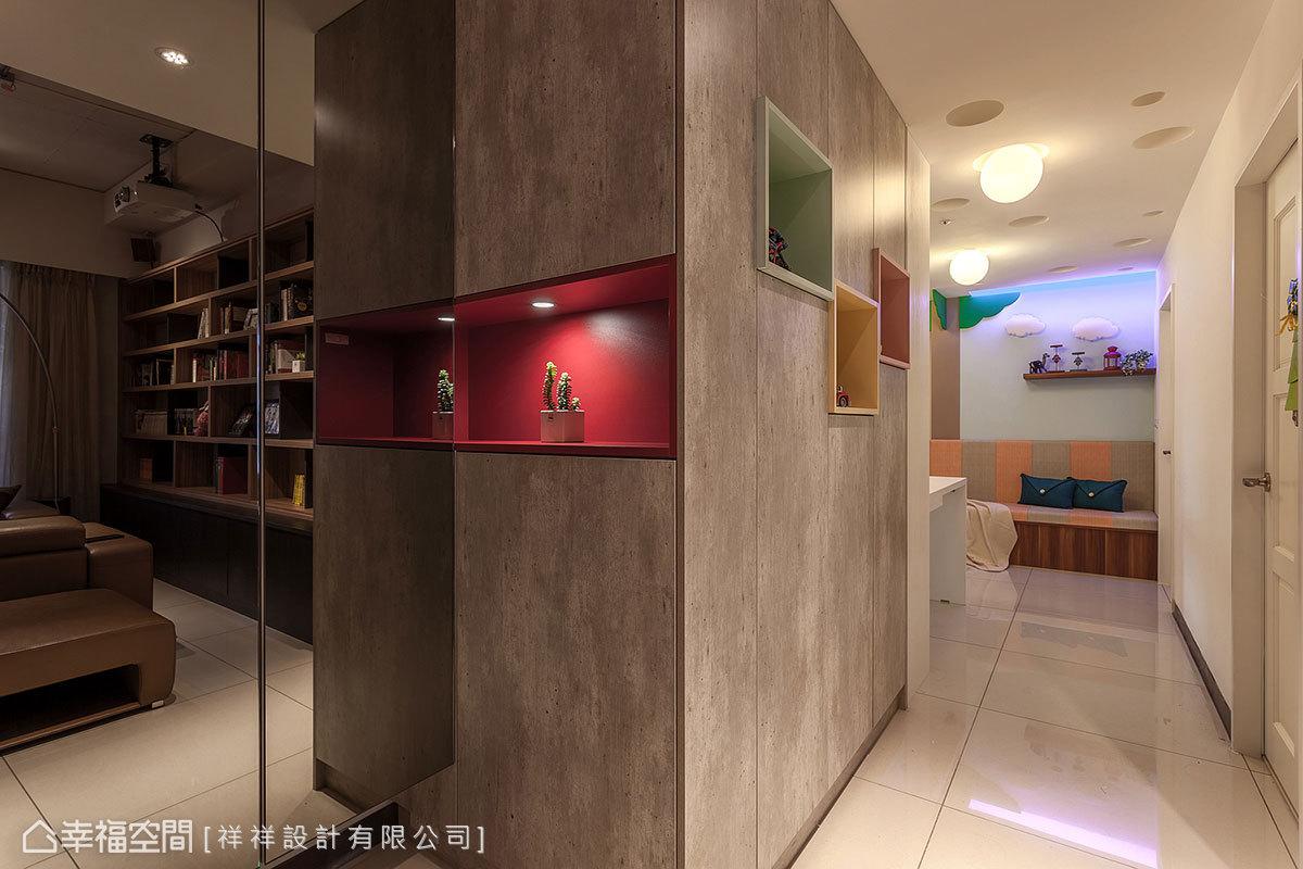 沿著凸出的大柱子規劃玄關櫃,搭配鏡面門片降低視覺壓迫感,加入跳格造型展示櫃,藉由多種色彩揭示用餐區的風格轉換。