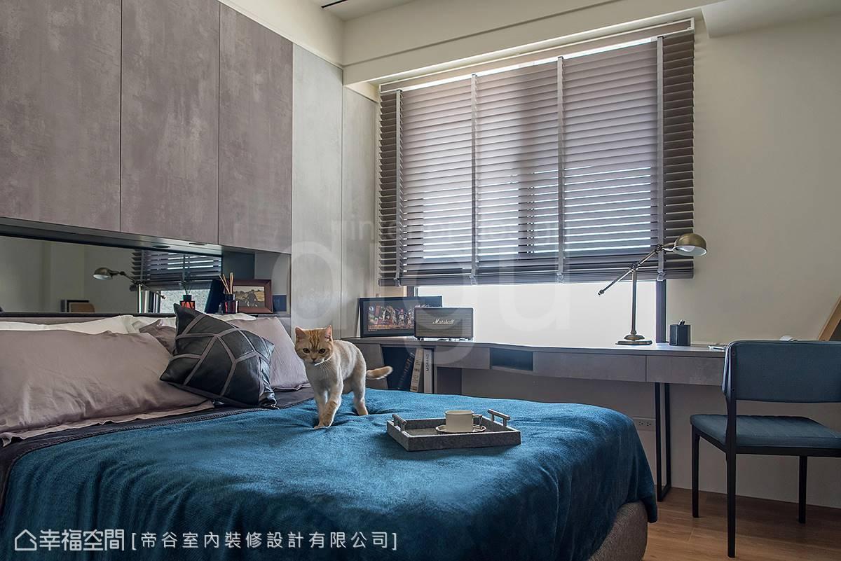 透過百葉窗的葉片,光源的熱度大為削減,顯得溫和而自然。