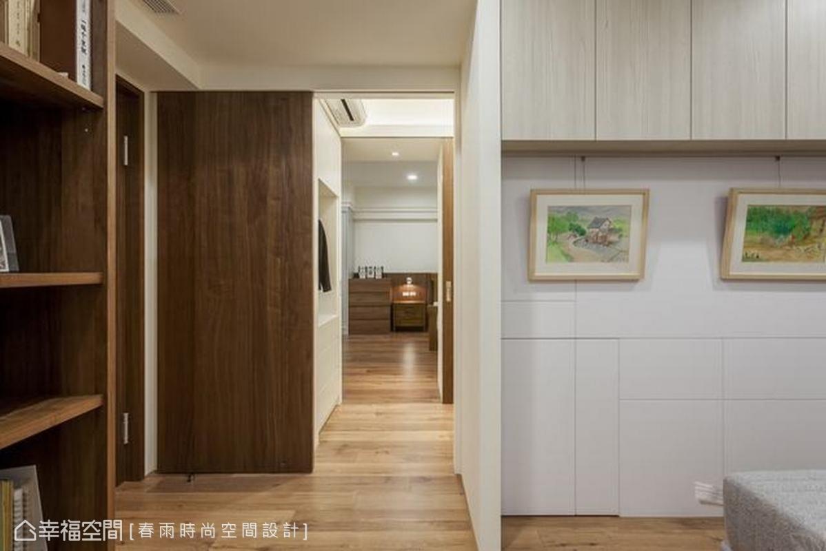 由於男女主人有各自建立的事業,因此希望擁有個人床鋪,保有舒適的辦公與睡眠品質。春雨時尚空間設計在兩間臥房中間設計更衣室,讓夫婦保有良性連結。