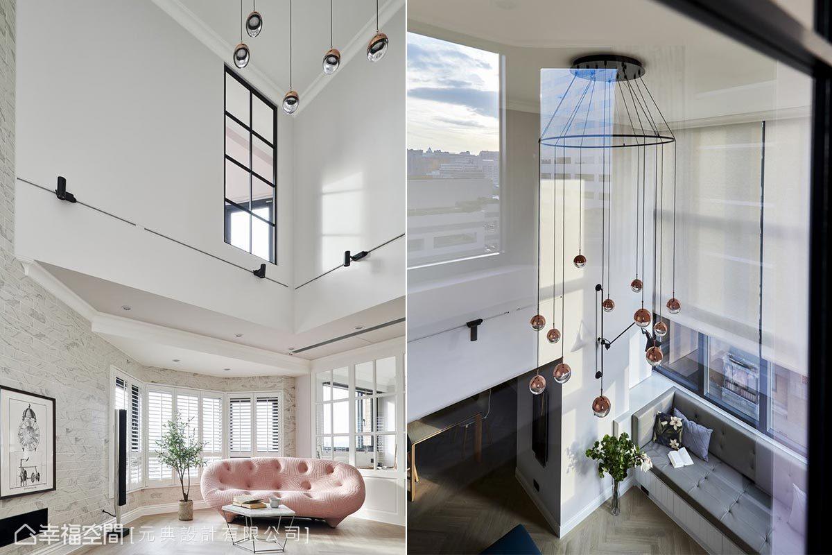 原本樓上的牆面只有開高窗,設計師特別在挑高區開了兩個格子窗,讓大面採光恣意共享,沉浸光與景的美好互動。
