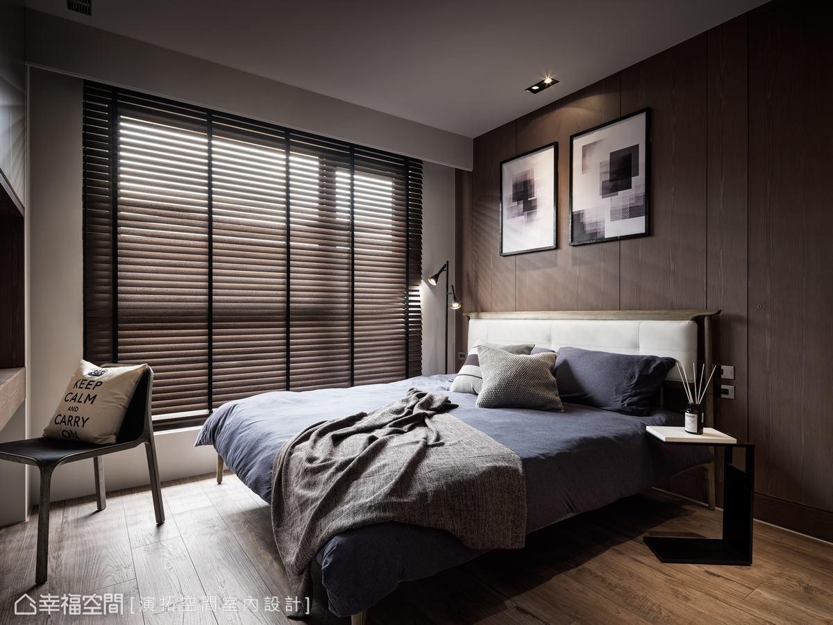 以溫暖木質為底,輔以簡單割線及現代感畫作妝點,圍築沉澱寧靜的舒眠環境。