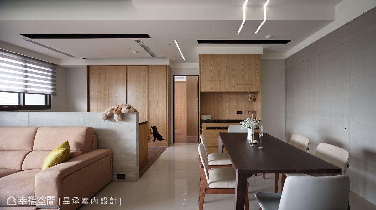 在乾淨俐落的線面中,以造型櫃體、低調色彩與品味家具等,鋪陳空間上的視覺層次與創意之美。