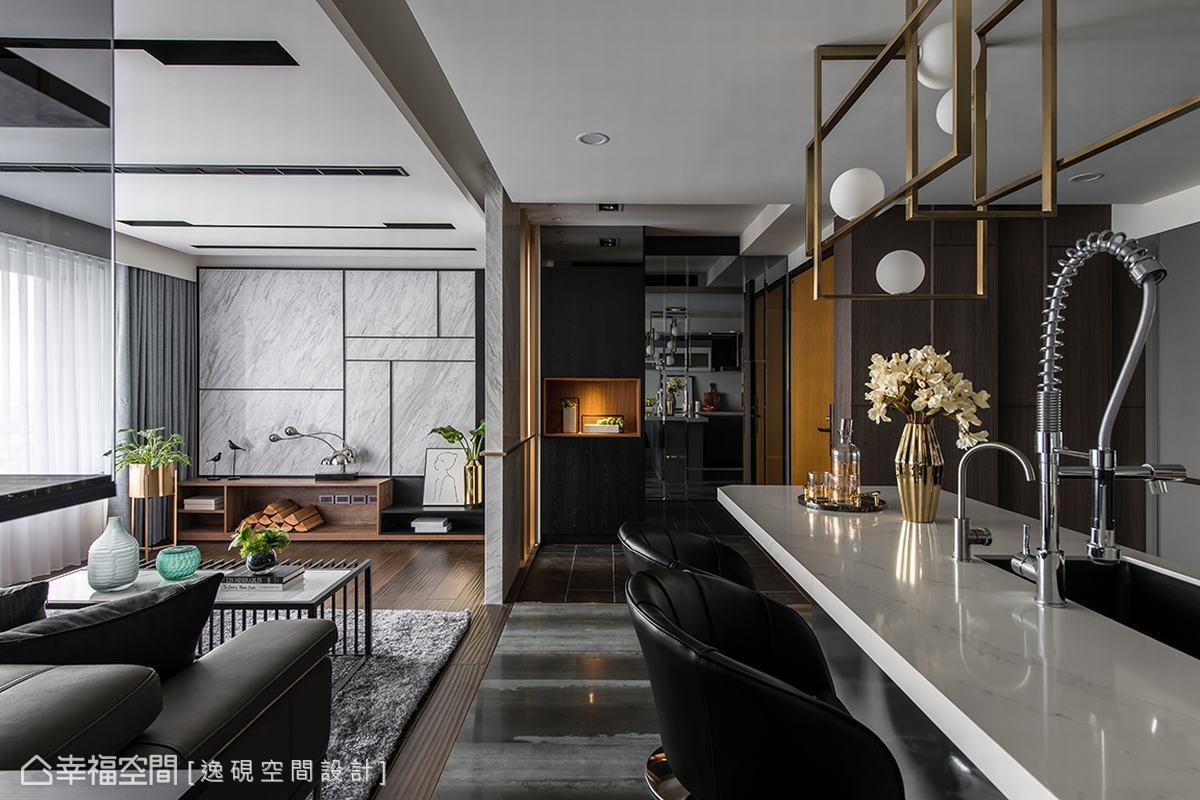 兼具餐桌功能的吧檯是屋主與兒子交流情感的重要設置,讓屋主烹飪時間成為父子兩人聯繫感情的珍貴時光,賽麗石材質檯面讓使用與清潔更簡單。