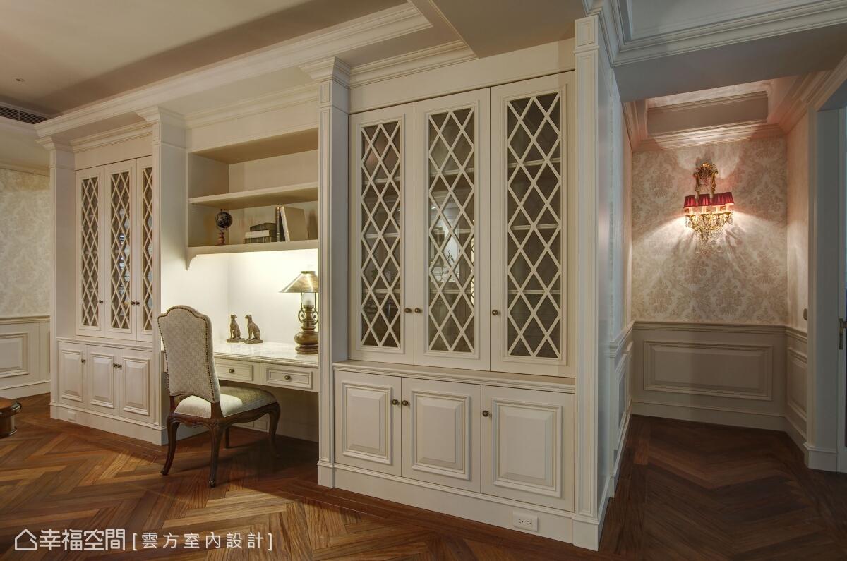 書房的兩側動線,分別為進入小孩房與主臥房的空間鋪排;而書房及對稱櫃體的設置,更滿足屋主工作與收納上的需求。