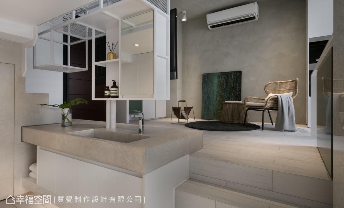電視牆連接的是下層空間的洗手台,設計師用特殊塗料包覆,以達到防水的效果。