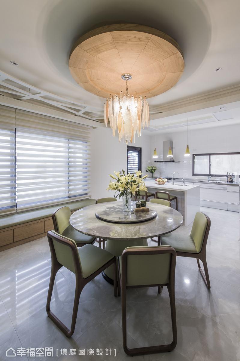 天花板線條造型及冷氣風口的圖騰點綴活潑感,讓空間更有層次。