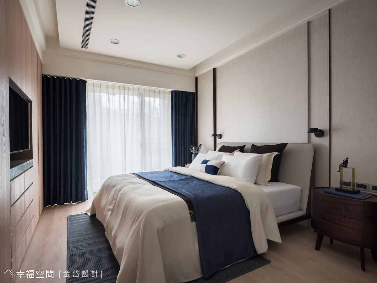 將衣櫃結合電視牆及多元形式收納,大幅擴充收納容量。