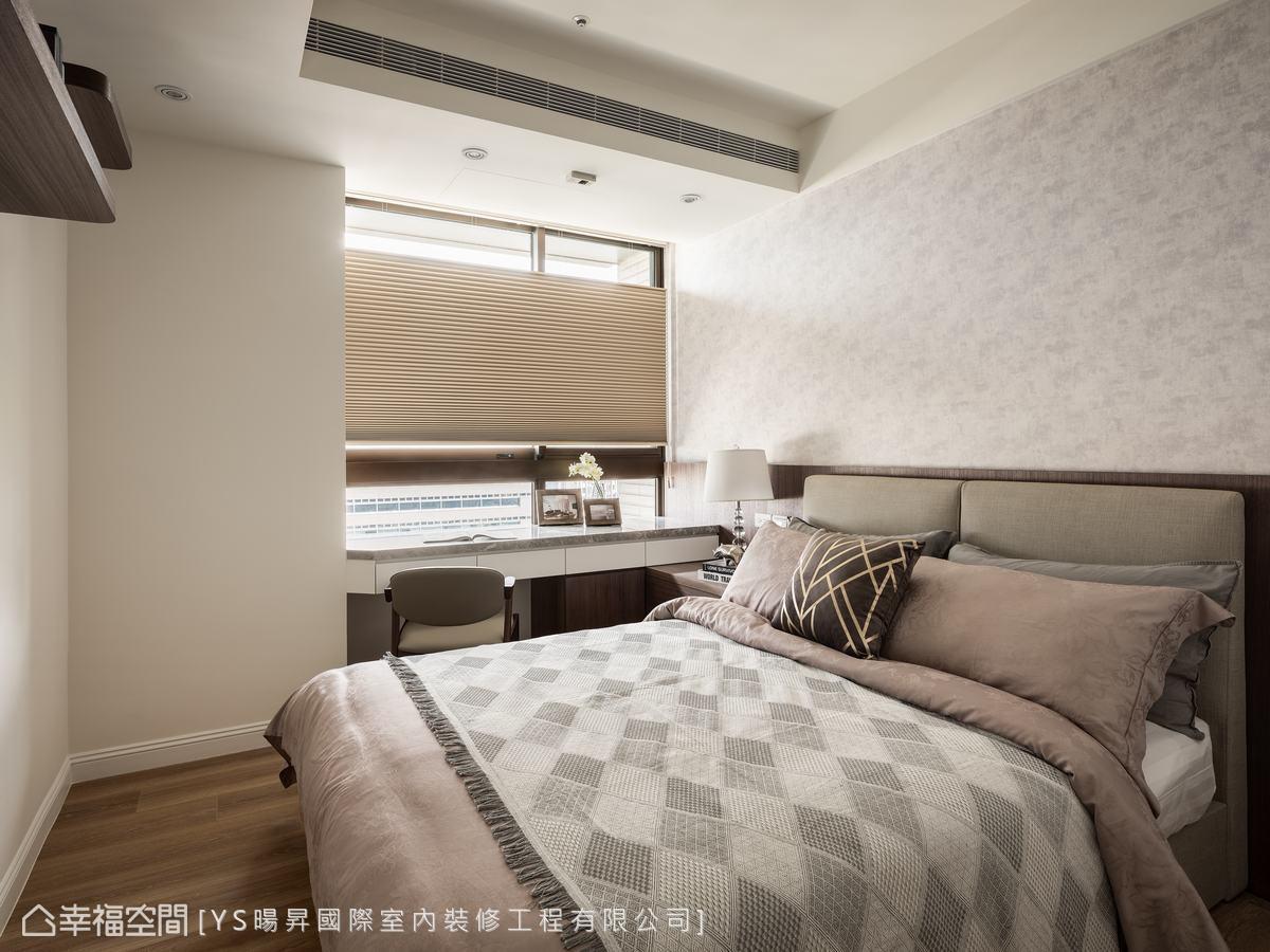 房內配置簡約閱讀、收納機能,保有獨立隱私空間;用色低調溫暖,維持睡眠品質。