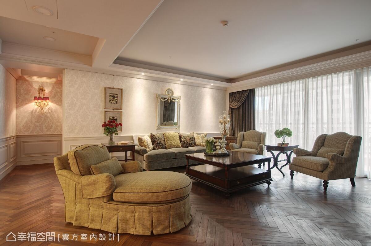 雲方室內設計打造穩重及美感兼容的英倫居所,地坪部分的實木地板僅上薄油,以人字拼的鋪設方式增添懷舊的氣氛,也讓場域增添非凡氣度。
