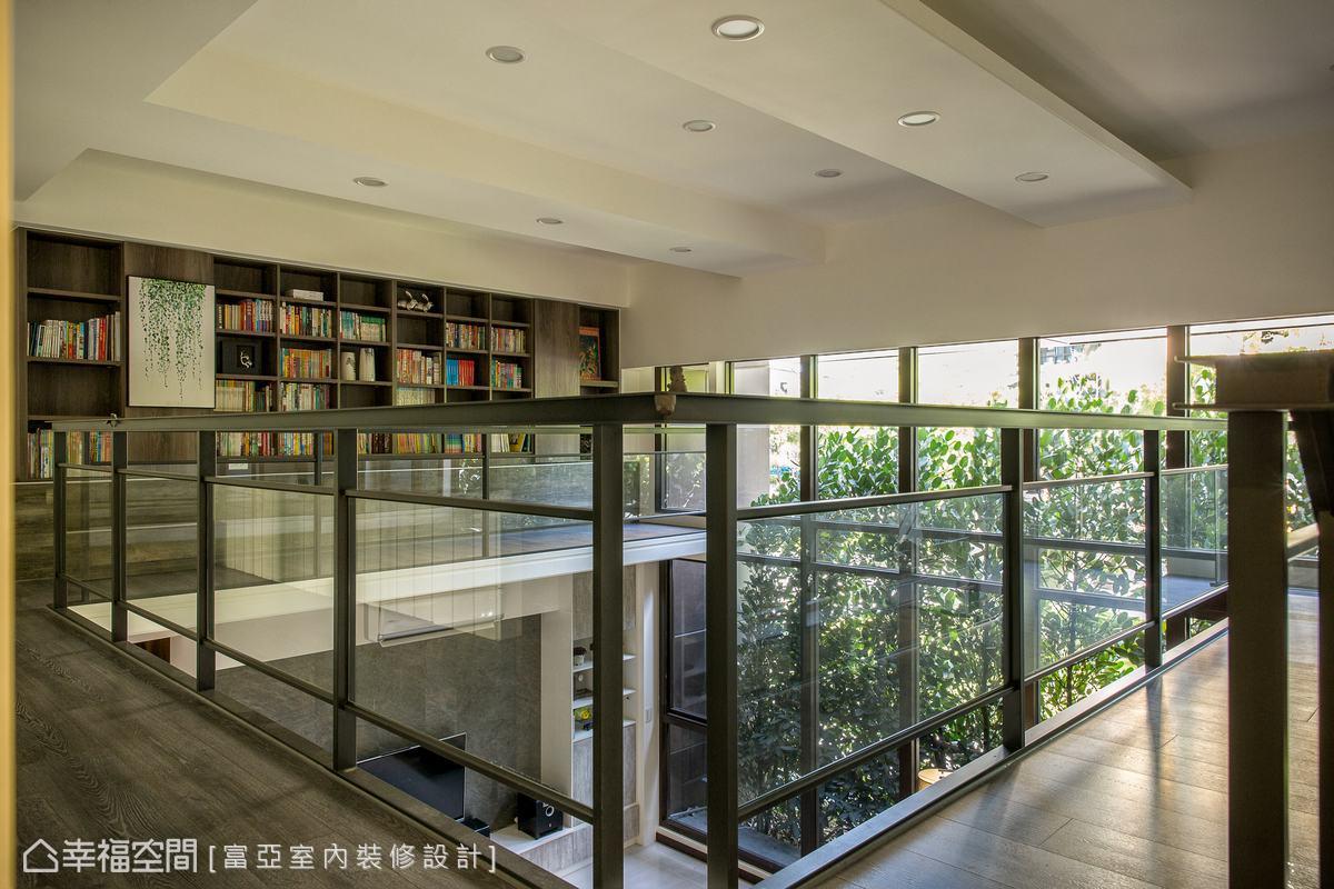 在綠意環伺的場域中,吹著溫柔的風,從書櫃隨意取出一本書籍,適時補充心靈的能量。