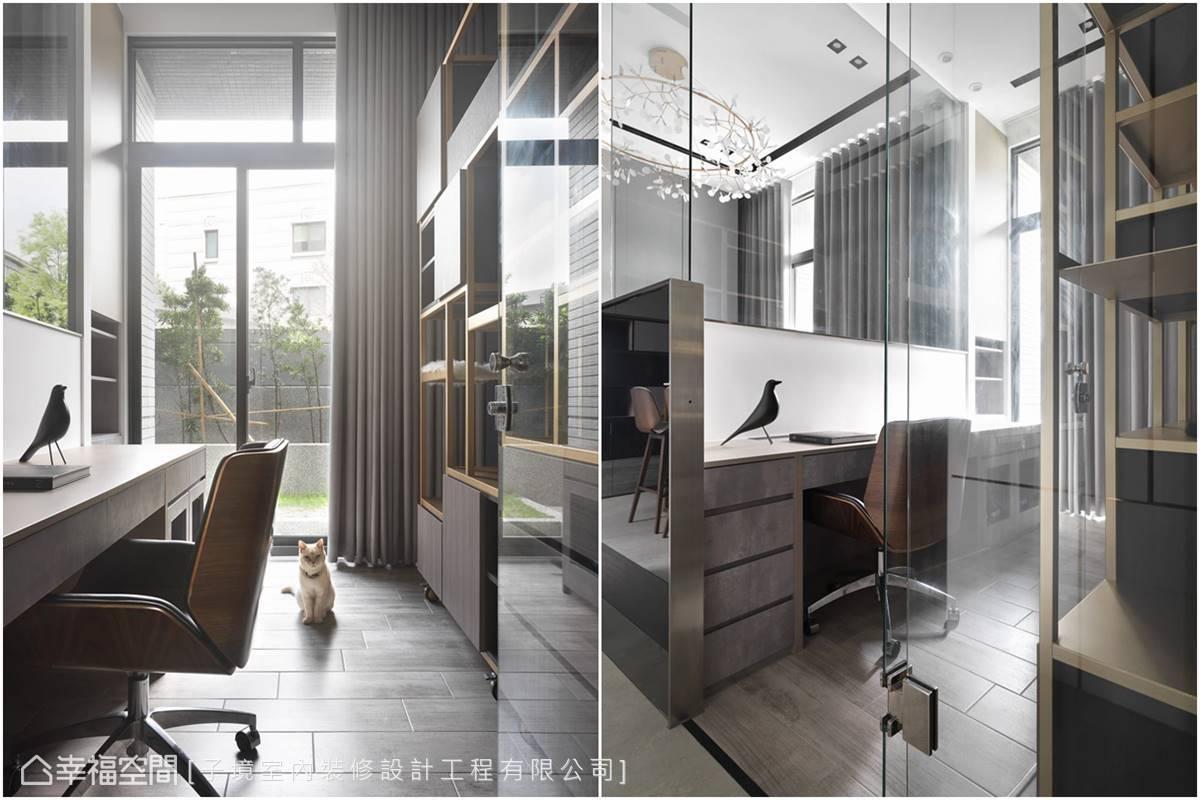 古振宏設計師在此鋪陳耐磨的木紋地磚及層次豐富的開放式櫃架,作為貓咪的寢室、遊樂場,而另一側則配備完善的桌、椅及收納機能,方便屋主工作。