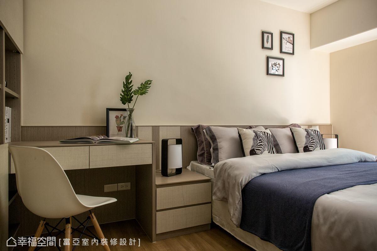 透過設計的整合,富亞室內裝修設計將男孩房的床頭背板、床頭櫃、書桌及書櫃機能串聯,讓使用者的需求通通兼顧。