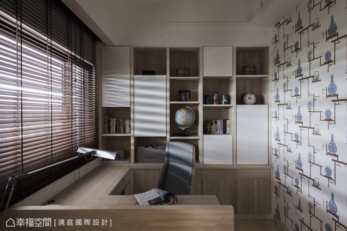 使用青花瓷器圖案的壁紙,創造立體效果,展現中國青花瓷美感。