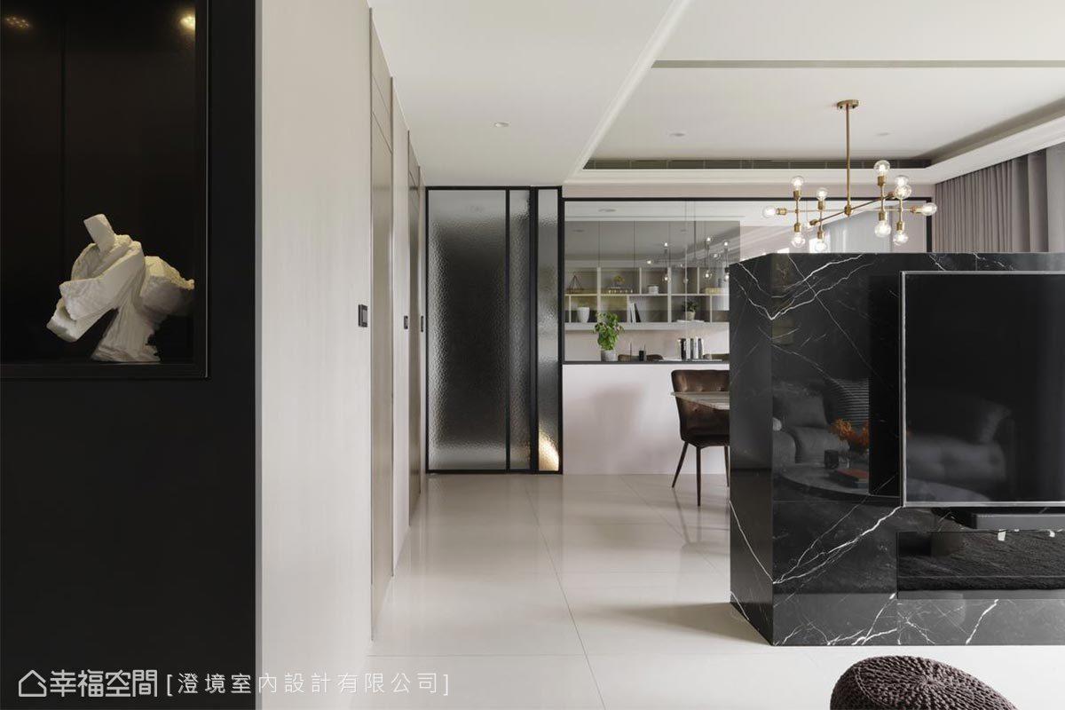 鄭抿丹設計師以開透性的隔間設計,讓長形的室內空間,形成前後景深效果,引發人想要一探究竟的好奇感。