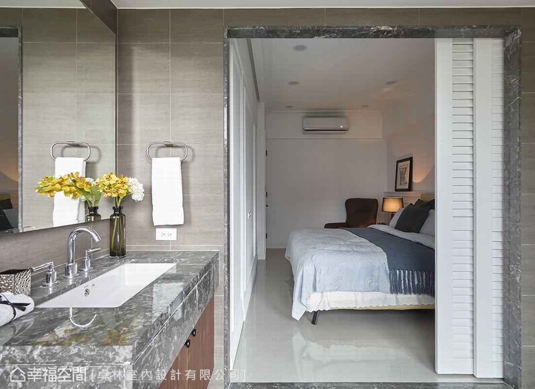 擅長在空間限制和機能中取得最佳方案的卓林設計,為主臥爭取到更衣室和衛浴空間,並以百葉拉門提升坪效。