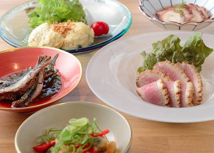 有芥末章魚(未含稅500日圓)、自製馬鈴薯沙拉(未含稅550日圓)等家常菜可享用